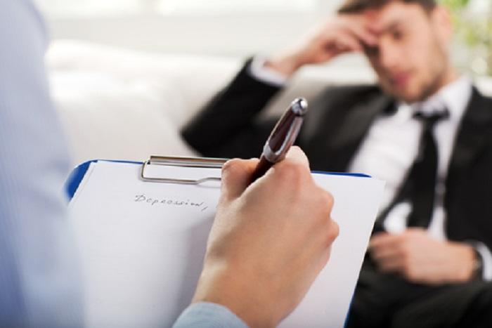 برای درمان افسردگی به چه دکتری مراجعه کنیم؟